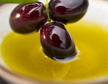 Как приготовить домашнее оливковое масло. Фото с сайта healthycrush.com