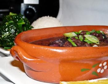 Feijoada, национальное бразильское блюдо. Фото с сайта theepochtimes.com