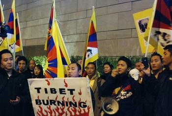 Тибетцы протестуют против гонений на своих соотечественников в Китае. Фото: Робин Кемкер/Великая Эпоха (The Epoch Times)