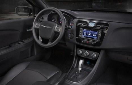 Интерьер Chrysler 200. Фото: Chrysler