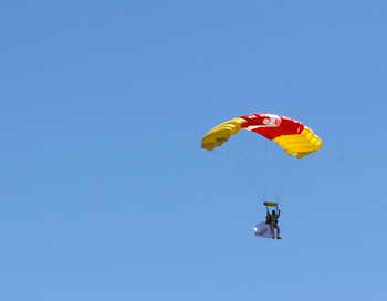 Прыжок с парашютом. Фото: JEAN-PIERRE CLATOT/AFP/Getty Images