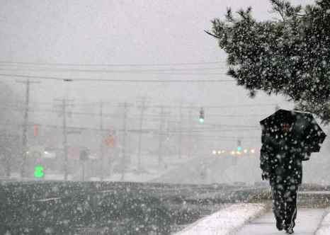 На центральные районы США обрушились сильные снегопады. Фото : JEWEL SAMAD/AFP/Getty Images