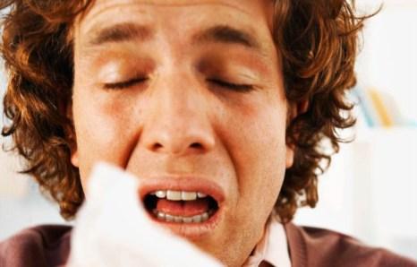 Вам не приходилось задумываться, какой смысл в чиханье? Подобно операционной системе компьютера, нашему носу тоже иногда требуется «перезагрузка». Фото: ygeia.tanea.gr