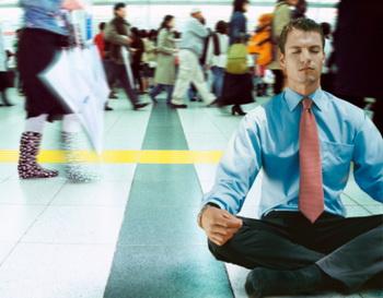 Британские медики предлагают лечить депрессию медитацией. Фото: Rupert King/Getty Images