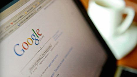 Вы когда-нибудь пробовали поставить диагноз себе или знакомым, забив один или пару симптомов в поисковую строку Google, Яндекса или другого поисковика? Фото: JOSE LUIS ROCA/Stringer/AFP/Getty Images