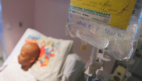 По мнению учёных, существенным недостатком химиотерапии является повышение риска возникновения метастаз. Фото: Justin Sullivan/Getty Images