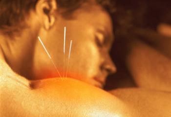Боль. Акупунктура или иглоукалывание оказывается очень эффективной при лечении боли. Фото: Jack Ambrose/Getty Images