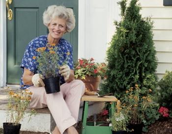 Оказывается, работа в саду способствуют повышению удовлетворения у людей в возрасте от 65 и выше. Фото: Photos.com