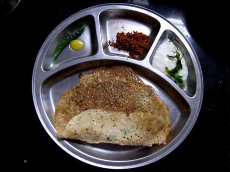 Блины доса в разных районах Индии готовят по-разному и называют их также по-разному. В Южной Индии их часто подают с тёртым кокосом, обжаренным со специями и йогуртом. Фото: Великая Эпоха (The Epoch Times)