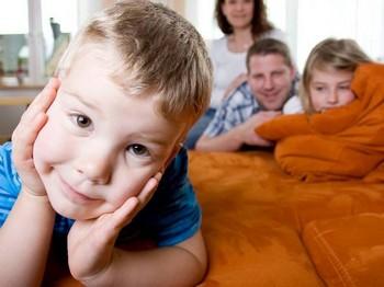 Дети нуждаются в любви и поддержке. Фото: Rolf van Melis /Pixelio