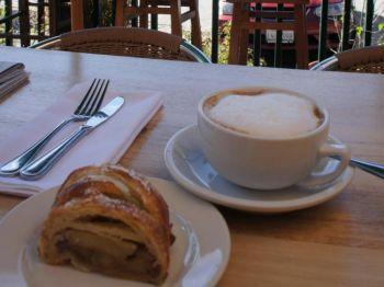Утренняя минута: восхитительный завтрак ранним утром в ресторане Toast с видом на горы Санта-Лючия. Фото: Beverly Mann