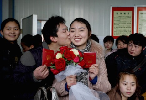 День святого Валентина отметили влюбленные всего мира.  Китай. Фото: ChinaFotoPress