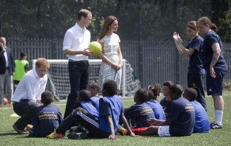 Принц Гарри, принц Уильям и Екатерина на спортивной площадке колледжа Бэкона. Фоторепортаж. Фото: by Richard Pohle - WPA Pool/Getty Images