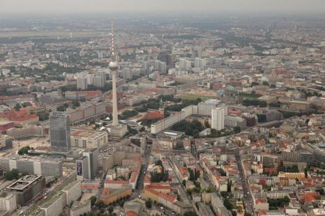 Берлин – столица Германии и крупный туристический центр. Alexanderplatz. Фоторепортаж. Фото: Sean Gallup / Getty Images Берлин