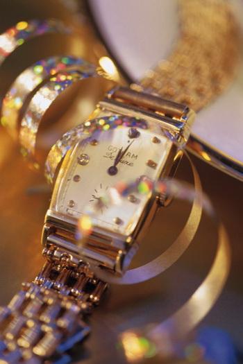 Часы - один из вариантов новогоднего подарка. Важно не только то, чтобы подарки были стильные и запоминающиеся, но и сам процесс приобретения должен приносить удовольствие. Фото: Photos.com