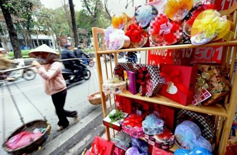 День святого Валентина отметили влюбленные всего мира. Вьетнам. Фото: HOANG DINH NAM/AFP/Getty Images