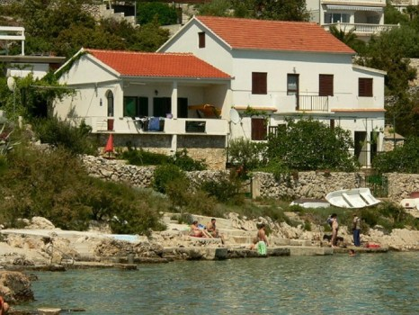 Дом у моря. Фото:  croatia-inside.com