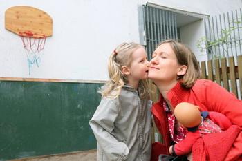 Мама и дочка.  Фото: Adam Berry/Getty Images