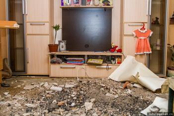 В Псковской квартире после ремонта  обрушился потолок. Фото: informpskov.ru