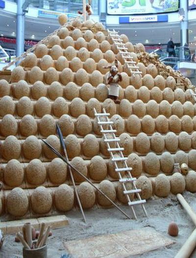 Работа над пирамидой продолжается. Фото с сайта epochtimes.de