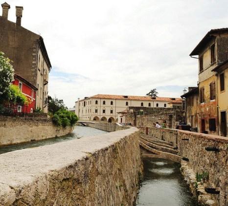 Древнее сооружение: замок Serravalle (на заднем плане) был построен в 13 столетии. Фото с сайта theepochtimes.com