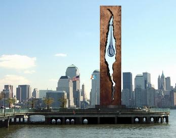 Тридцатиметровый монумент на берегу реки Гудзон в Нью-Йорке в память о жертвах терактов 11 сентября выполнен Зурабом Церетели и подарен США Российской Федерацией в 2004 году. фОТО: HO/AFP/Getty Images