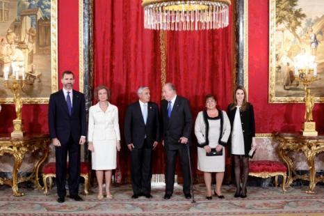 Королевская семья Испании на встрече с президентом Гватемалы. Фото: Jose Luis Cuesta - Pool/Getty Images