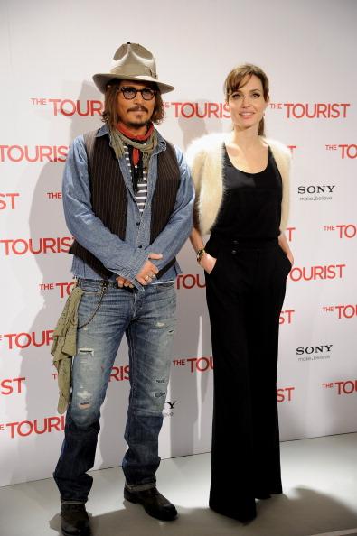Анджелина Джоли и Джонни Депп. Фотосессия в отеле Villamagna, 16 декабря 2010, Мадрид, Испания. Фото: Carlos Alvarez/Getty Images