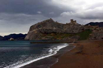Генуэзская крепость, вид с берега. Фото: Ирина Рудская/Великая Эпоха