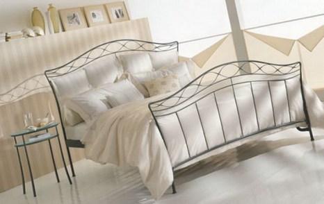 Спальня с кованой мебелью. Фото: korolev-kovka.ru