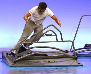 Инструктора по горным лыжам заменит тренажёр. Фото с prizer.ru