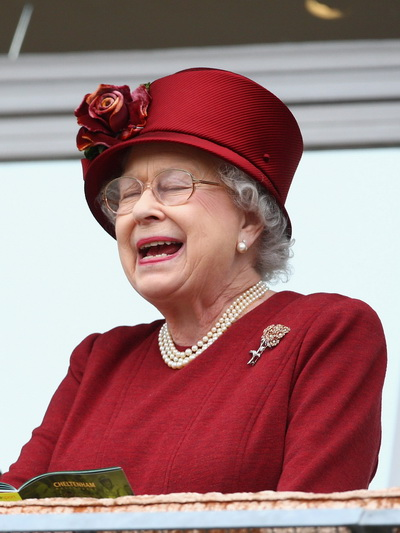 Что такое жемчуг? Королева Англии, Елизавета II. Фото: Mike Hewitt/Getty Images