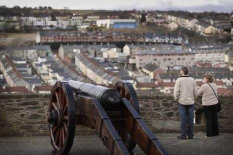 Дерри, Северная Ирландия. Вид на католический район Дерри со старинных городских стен. Фото: Peter Macdiarmid/Getty Images
