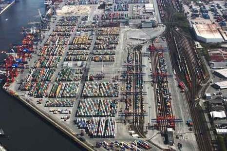 Гамбург. Контейнерный терминал в гамбургской гавани. Фото: Andreas Rentz/Getty Images