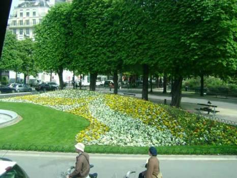 В Париже до самой глубокой осени много цветов. Фото: Ирина Павловская/Великая Эпоха