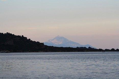 Святая гора Афон, которую видно с Ситонии. Халкидики. Фото: Сима Петрова/Великая Эпоха