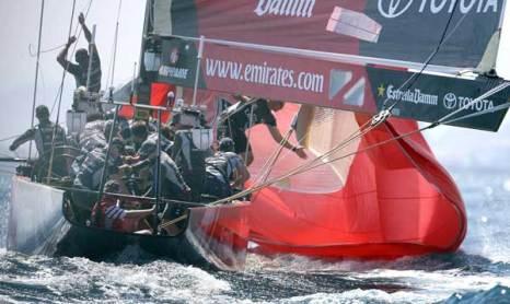Яхты.Спуск треугольного паруса (spinnaker). Фото: JOSE JORDAN/AFP/Getty Images