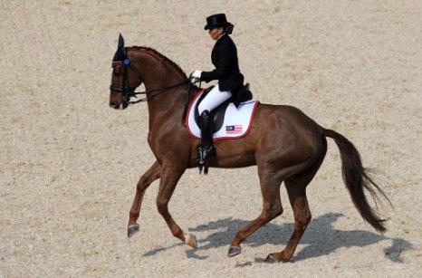 Серебряная призерша соревнований по конному спорту на ХVI Азиатских играх в Гуанчжоу Nur Mahamad Quzandria из Малазии. Фото: NICOLAS ASFOURI/AFP/Getty Images