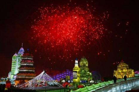 Сказка изо  льда и снега -  международный фестиваль в Харбине. Фото: STR/AFP/Getty Images