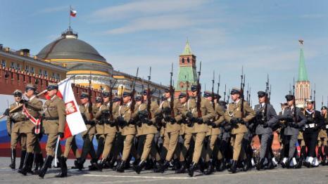 В военном параде 65-й годовщины Победы приняли участие 11 335 военнослужащих. Фоторепортаж.  Фото: ALEXANDER NEMENOV/AFP/Getty Images