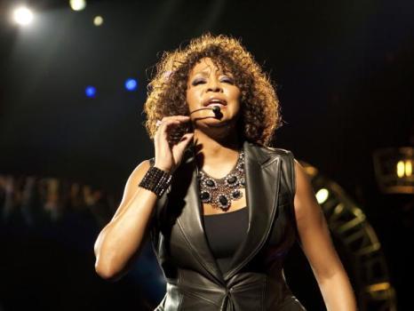 Уитни Хьстон (Whitney Houston) на концерте в Берлине. Фото: Jakubaszek/Getty Images