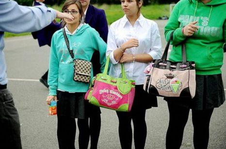 Ученики могут не носить школьную форму вне школы. Фото: qianlong.com