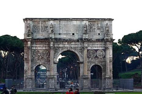 Арка перед Колизеем. Рим.  Фото: Сима Петрова/Великая Эпоха (The Epoch Times)