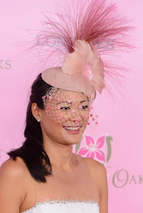 Конкурс модных шляпок прошёл на Кентукки-Дерби. Фото: Stephen Lovekin/Getty Images