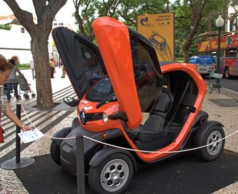 Выставка электромобилей в Фуншале. Мадейра. Фото: Сима Петрова/Великая Эпоха (The Epoch Times)