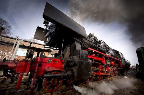 На весеннем празднике в историческом железнодорожном депо Шёневайде в Берлине 20 апреля 2013 г. Фото: Carsten Koall/Getty Images