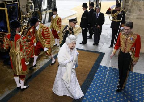 Королева Елизавета II и принц Филипп, герцог Эдинбургский прибыли на церемонию Открытия парламента в здании парламента. Фото: Kirsty Wigglesworth - WPA Pool/Getty Images