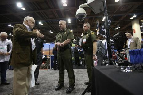 Новейшие технологии для правоохранительных органов представили на выставке Expo. Фото: John Moore/Getty Images