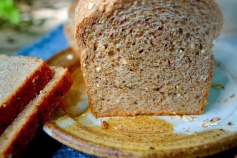 Хлеб из цельной пшеницы по рецепту из книги Эда Эспе Брауна «Хлеб Тассахары». Фото: Cat Rooney/Великая Эпоха (The Epoch Times)