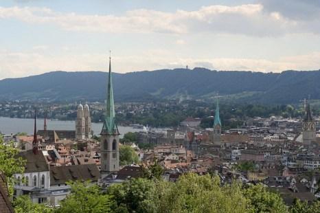 Цюрих, самый крупный город Швейцарии, находится на северном берегу Цюрихского озера. Фото: Ikiwaner/commons.wikimedia.org